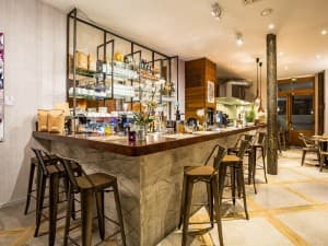 46 and 3rd Paris 3